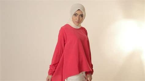 Baju Atasan Model Kaos Islami Yuk Tobat Trendy Fashionable mau lebaran yuk cek 9 model baju muslim trendy untuk wanita berikut
