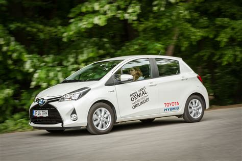 Yaris Hybrid Auto Bild by Toyota Yaris Hybrid Tehnologie De Consum Headline