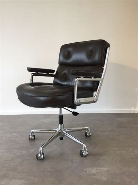 Charles Eames Lobby Chair - charles and eames for vitra es 104 lobby chair