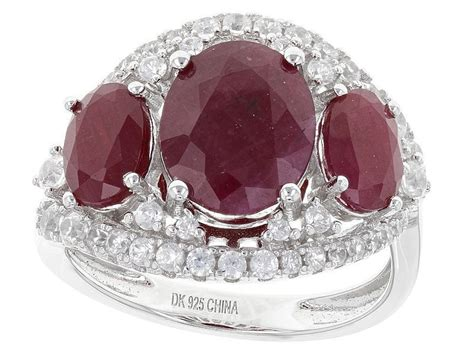 26 beauty 3 stone engagement rings have a very special
