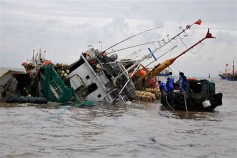 china japan fishing boat incident 17 missing as chinese fishing boat hits cargo ship