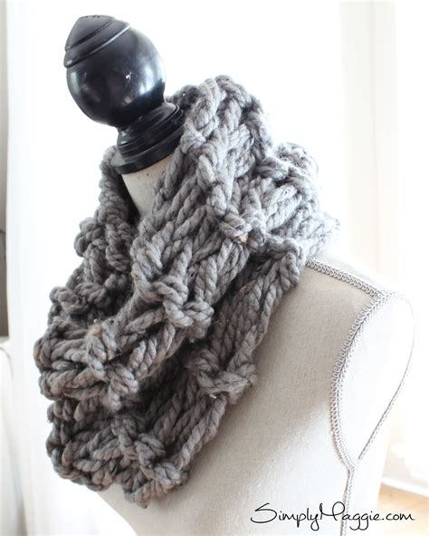 how to knit garter stitch how to arm knit a garter stitch scarf in 20 minutes