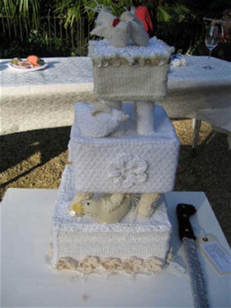lovely miss elvis cast off knitted wedding