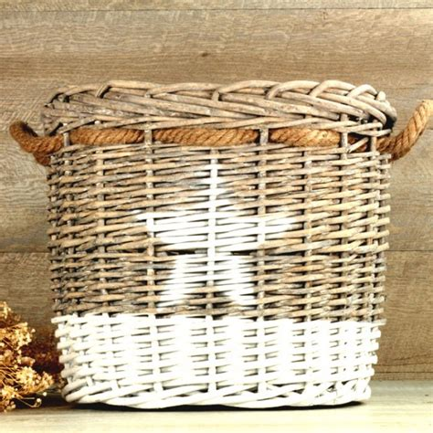 decorar cestas para bodas cestas de mimbre una boda original
