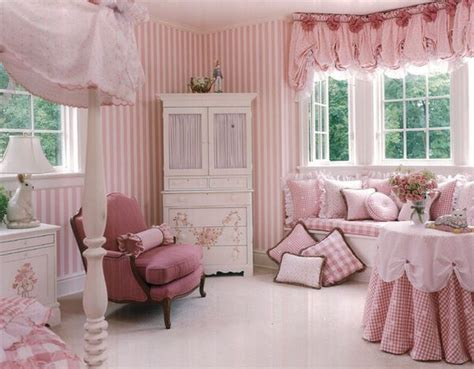 pink girl bedroom matching drapes and pillow covers add to the glam factor