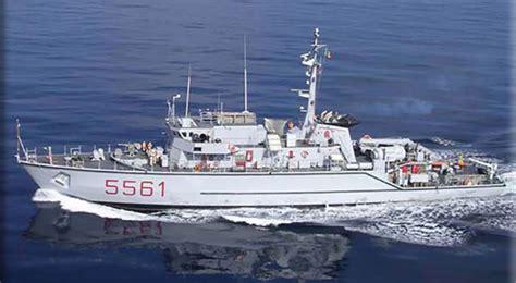 capitaneria di porto marina di ravenna valore tricolore il cacciamine rimini della marina