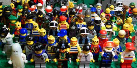 Kaos Band Isyana Sarasvati morrissey 10 replika cover album dari mainan lego