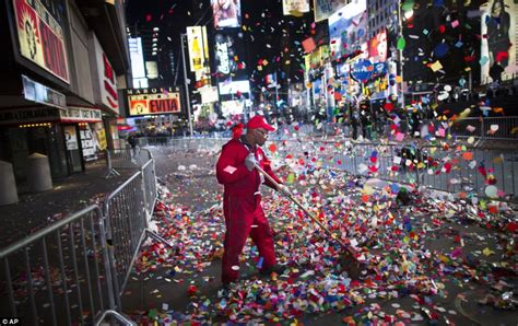times square bathrooms new years happy new year america times square revelers welcome