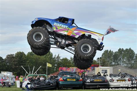 pictures of bigfoot monster truck bigfoot monster truck number 17 clubit tv