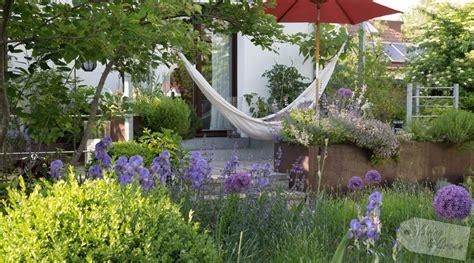 pflanzplan staudenbeet mit gräsern hibiskus umpflanzen hibiskus umpflanzen hibiskus im