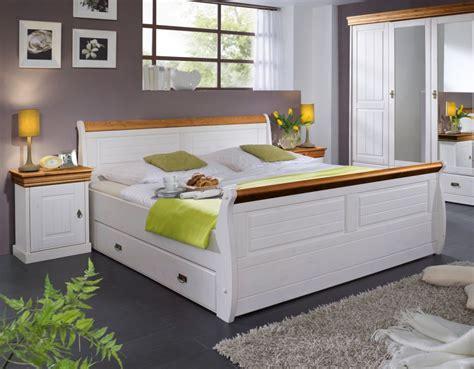 schlafzimmer komplett mit bettkasten komplett schlafzimmer kiefer weiss honig ohne
