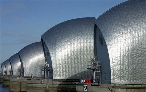 thames barrier hydraulics vagueness and the aftermath a sporadic diary