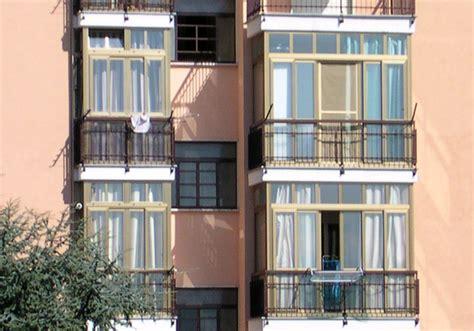 veranda sul balcone veranda sul terrazzo confinante col vicino serve il suo