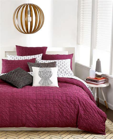 burgundy bedroom ideas 25 best burgundy room ideas on burgundy bedroom maroon bedroom and burgundy bathroom