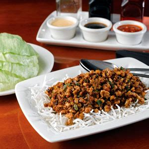 Pf Changs Gardens by What Goes Into P F Chang S Popular Chicken Lettuce