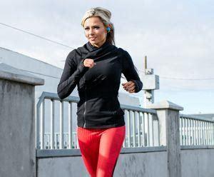 Jaket Parasut Untuk Olahraga fitinline melakukan aktifitas lari dengan jaket