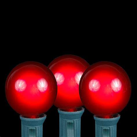 100 Red G40 Globe/Round Outdoor String Light Set on Green