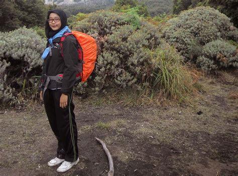 Sepatu Kets Wanita Keren Emask058 Kota Medan travel fashion jangan asal trendy nyamankah dengan apa yang kamu pakai