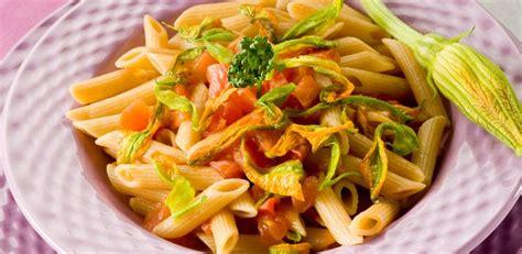 ricetta pasta con i fiori di zucca pasta con fiori di zucca diredonna
