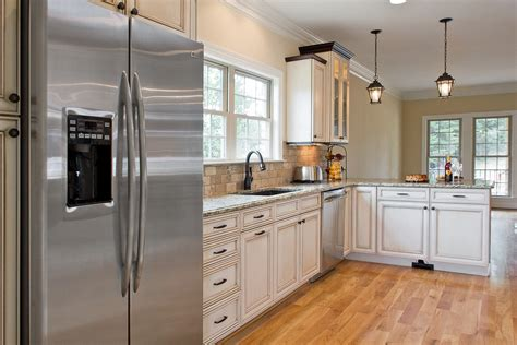 Kitchens With Stainless Appliances Kyprisnews White Kitchen Cabinets With Stainless Steel Appliances