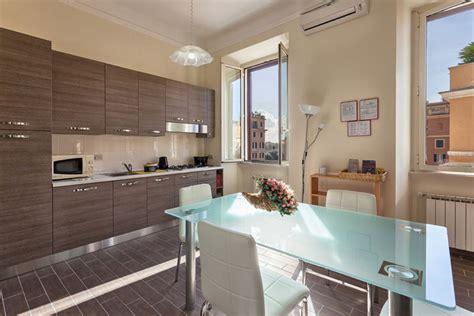 esempi arredamento soggiorno con angolo cottura arredare cucinino stretto ap77 187 regardsdefemmes