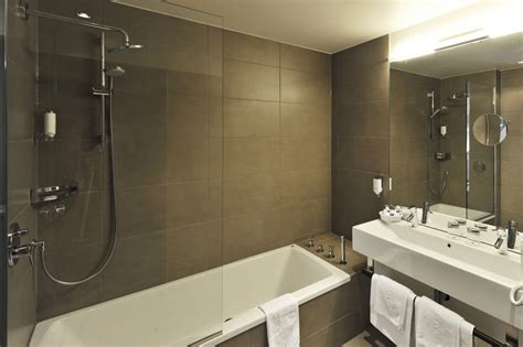baignoire avec porte 892 paroi de verre trempe securit 8 mm