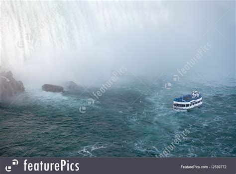 niagara falls boat pictures niagara falls and maid of the mist tour boat picture
