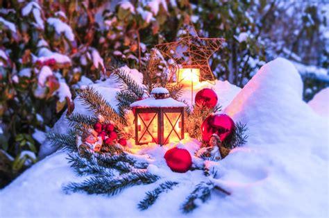 garten dekorieren weihnachten garten zu weihnachten schm 252 cken gestaltungstipps dr