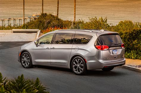 chrysler on 2017 chrysler pacifica drive review motor trend