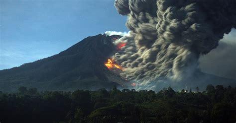 big wobble   indonesian volcano erupts mount