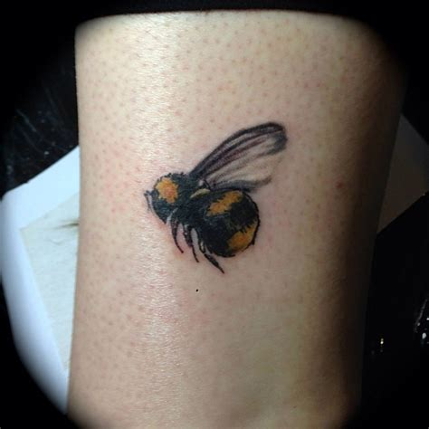 artistic small tattoos bee tattoos and designs page 4