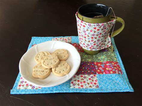 Sew Can Do Craft A Day 365 Simple Handmade Crafts Book - make a fabric scrap mug rug an easy sew project in