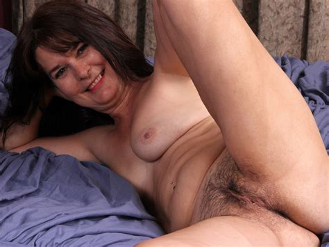 Granny Shelby Ray Masturbating With Objects On Gotporn