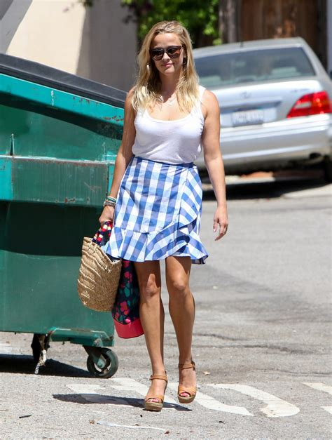 Reese Witherspoon To Beckham Look At Whos Wearing Your by Reese Witherspoon Tank Top Reese Witherspoon Looks