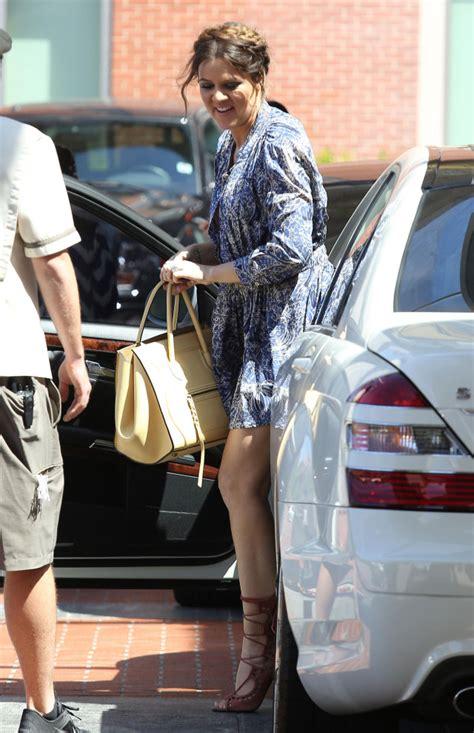 khloe suffers wardrobe malfunction photos the