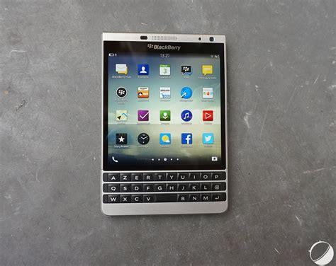 Blacberry Pasport prise en du blackberry passport silver edition le