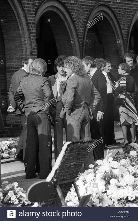 keith moon funeral golders green crematorium