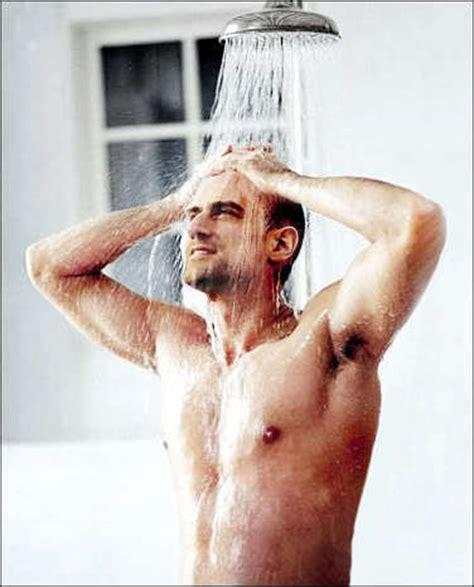 showerr chris meloni photo 10816448 fanpop
