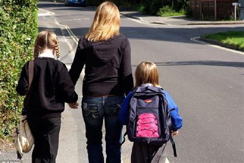 dosa anak membuat orang tua menangis pgri harap gerakan orangtua antar anak ke sekolah terus