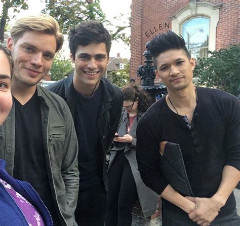 matthew daddario y su hermana dominic sherwood matthew daddario and harry shum jr