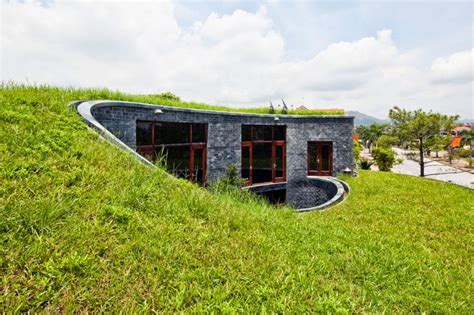 unique eco homes https www renoback com granite stone house with grass roof and central garden modern