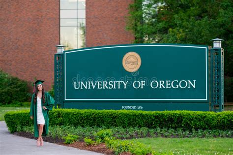 Mba Of Oregon Grad Date by Of Oregon College Grad Editorial