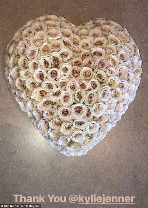 kim kardashian gift kris kris jenner gifts kim kardashian pink cake from hansen s