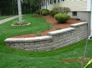 gartengestaltung quellsteine retaining wall front yard