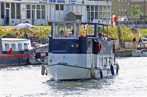 thames river cruise from kingston parr boat hire kingston thames excursion boats