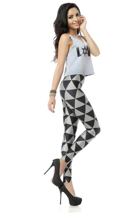 what to wear with patterned leggings how to wear your printed or patterned leggings