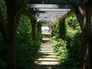 trellis walkway trellis walkway flickr photo