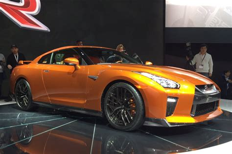 nissan supercar nissan gt r 2017 updated supercar unveiled in york