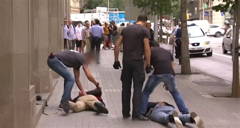 detenidos cinco pink panther en el centro de barcelona tras una persecuci 243 n y un tiroteo p 250 blico