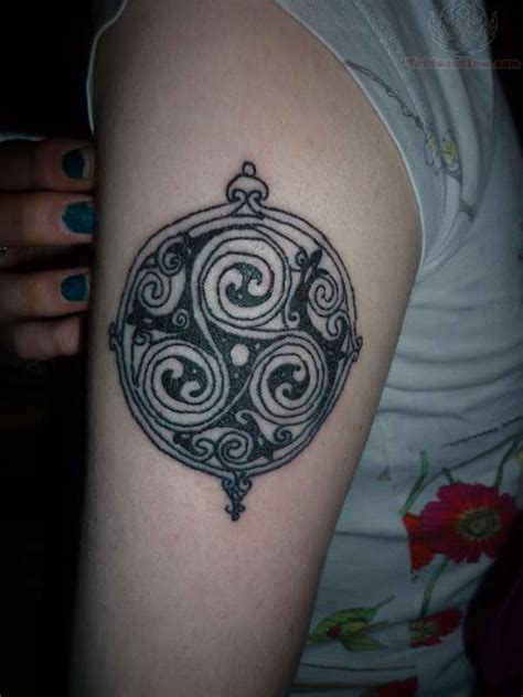 celtic spiral tattoo designs 30 spiral tattoos on shoulder